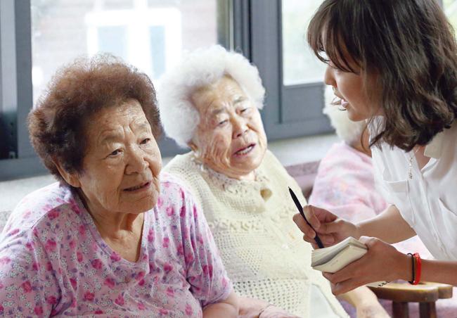 8日、「ナムヌの家」で会った慰安婦被害者のキム・グンジャおばあさん。