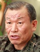 申鉉惇(シン・ヒョンドン、陸軍士官学校35期、隊長)