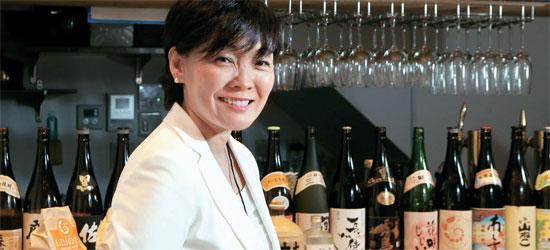 安倍首相夫人の昭恵氏は自分が経営する居酒屋UZUでインタビューに応じ、「夫は国のことを深く考え、有権者と国民を重視する政治家」と話した。