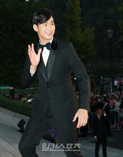俳優のキム・スヒョン