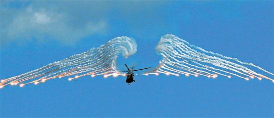 6日午後、京畿道楊坪の射撃場で「2014陸軍航空射撃大会」が開かれ、韓国型機動ヘリコプター「スリオン」が飛行している。