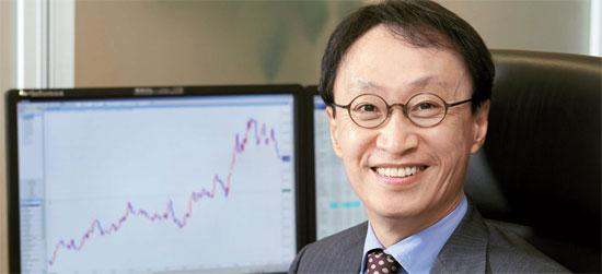 姜信祐代表は「サムスン電子と現代自動車の株価は株主の失望感と業績不振から当分上がるのは難しい」と予想する。(写真=KRXマガジン)