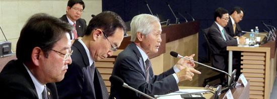 統一準備委員会の最初のセミナーが20日、ソウル大韓商工会議所で開かれた。総合討論に出た金永熙(キム・ヨンヒ)中央日報論説委員が発言している。