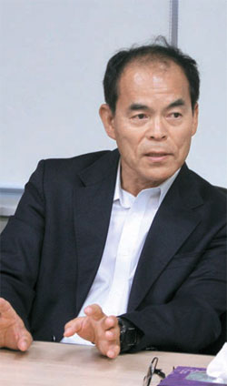 カリフォルニア大学サンタバーバラ校の中村修二教授が21日、京畿道安山のソウル半導体で記者懇談会をしている。彼はこの会社の技術顧問だ。(写真=ソウル半導体)
