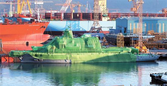 2012年9月に進水式を終えものの、不正問題のためまだ引き渡されていない韓国の救助艦「統営」。