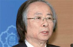李柱栄(イ・ジュヨン)海洋水産部長官が11日、政府ソウル庁舎でセウォル号水中捜索活動の終了を発表している。