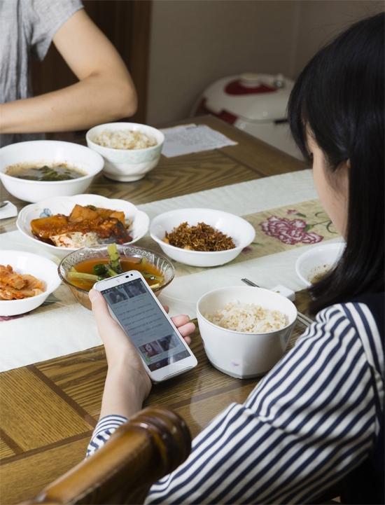 韓国がスマートフォン保有率で世界最高という結果が報告された。(写真=中央フォト)