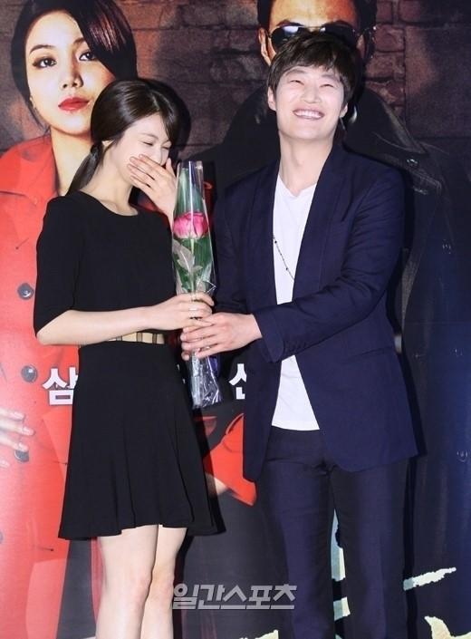 女優のキム・オクビン(左)と俳優のイ・ヒジュン(写真=韓国日刊スポーツ)