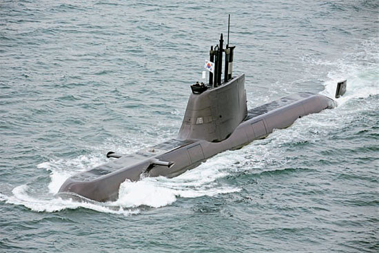 30日、韓国海軍に引き渡された張保皐-II級潜水艦「金佐鎮」。(写真=防衛事業庁)