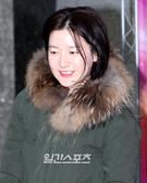 23日、ソウル瑞草区瑞草洞のハンジョンアートセンターで行われたEBSの『スペース稲妻マン』の公演を子供たちと観覧しに来た女優のイ・ヨンエ。