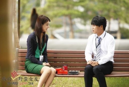 映画『猟奇的な彼女2』に出演する藤井美菜(左)とチャ・テヒョン。(写真=『猟奇的な彼女2』のスチールカット)