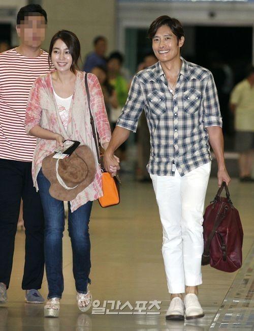 俳優イ・ビョンホン(右)と女優イ・ミンジョン夫婦