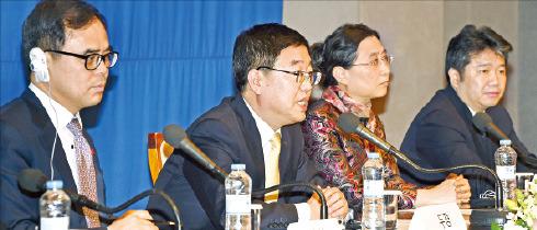 中国国家観光局が21日、ソウル世宗(セジョン)大路プレスセンターで「2015中国観光の年」の記者懇談会を開いて行事の進行計画を説明している。