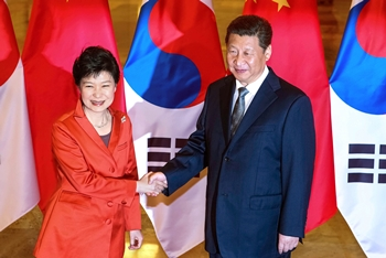 朴槿恵大統領(左)習近平国家主席(右)(写真=中央フォト)