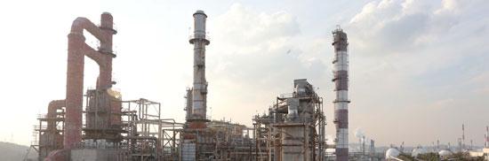 稼働が中断している大手企業S社の蔚山化学産業団地内のスチレンモノマー工場全景。景気が良い時は1年を通じて白い煙が止まらなかった工場の煙突だが、昨年7月からは工場の稼動が中断された。