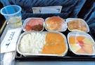 ハンバーガーから改善された機内食