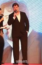 映画『The Water Diviner』の監督と主演を演じた俳優のラッセル・クロウが28日の韓国公開を控えて初来韓した。クロウは「2人の息子を持つ経験が今回の作品を演出する時に大きな力になった」と語った。