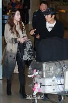 女優のイ・ミンジョン(左)と俳優のイ・ビョンホン