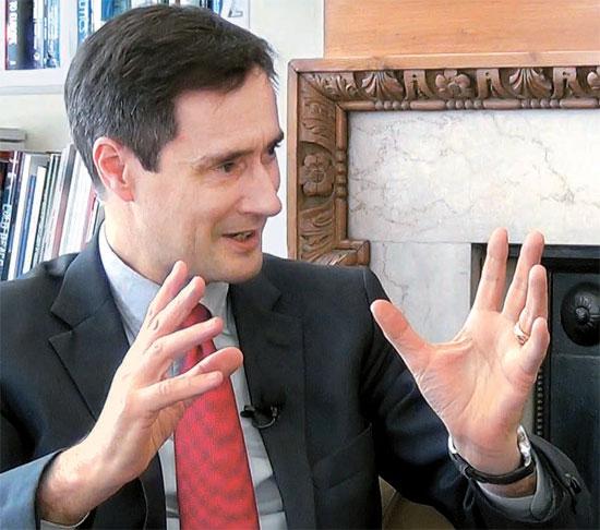 チャタムハウスのロビン・ニブレット所長は朴振元国会外交通商統一委員長との対談で、「米国と中国の関係は相互補完的」とし「両国の指導者はお互い必要とすることを理解している」と述べた。