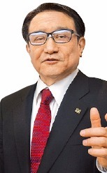 チョ・トンソン名誉教授(66)