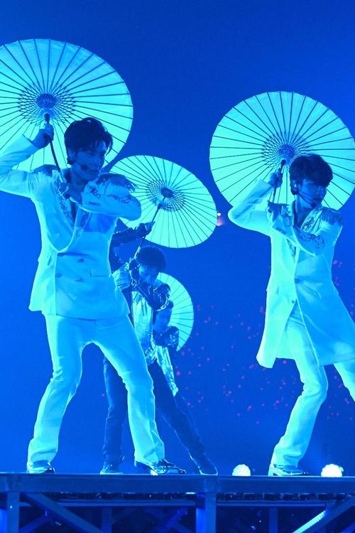 東方神起のドームツアー「東方神起LIVE TOUR 2015~WITH~」の様子