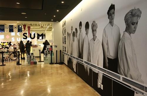 ソウル三成洞(サムソンドン)のCOEXに開館した「SMタウンCOEXアティウム」。仁川(インチョン)空港鉄道の金浦(キンポ)空港駅から9号線を利用すれば便利に行ける。