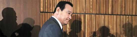 李完九首相が20日、ソウル汝矣島63ビルで開かれた「第35回障害者の日記念式」に出席した。辞任圧力を受けている李首相は、4・19記念式に続いて2日連続で予定通りに外部の日程を消化した。