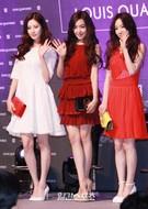 少女時代のユニット「テティソ」(左から)ソヒョン、ティファニー、テヨン。