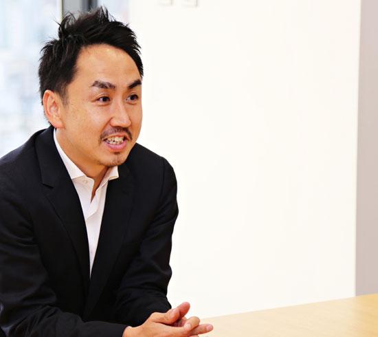 LINEの今年1~3月期の売り上げは281億円。このうち90%をLINEメッセンジャーが稼いだ。ネイバーの売り上げの3分の1以上が子会社のLINEから出る。写真は11日に東京・渋谷のオフィスで会った出澤剛CEO。彼は「LINEをメッセンジャー以上のライフプラットフォームとして育てたい」と話した。(写真=LINE)
