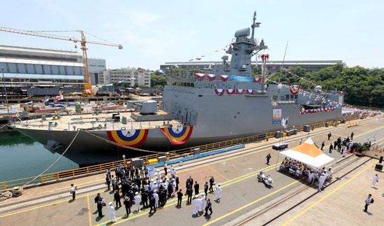 27日、蔚山現代重工業で次期機雷敷設艦「南浦」の進水式が行われた。