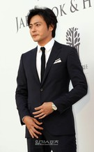 1日午後、ソウル中区獎忠洞(チュング・チャンチュンドン)のバンヤンツリークラブ&スパ・ソウルで行われた俳優アン・ジェウクの結婚式に登場した俳優のチャン・ドンゴン。