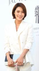 1日午後、ソウル中区獎忠洞(チュング・チャンチュンドン)のバンヤンツリークラブ&スパ・ソウルで行われた俳優アン・ジェウクの結婚式に登場した歌手のガイン。