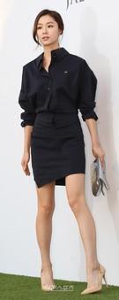 1日午後、ソウル中区獎忠洞(チュング・チャンチュンドン)のバンヤンツリークラブ&スパ・ソウルで行われた俳優アン・ジェウクの結婚式に登場した女優のソ・ジヘ。