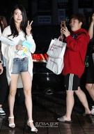 20日午後、ソウル汝矣島の飲食店で開かれたKBS第2テレビのドラマ『プロデューサー』の放映終了打ち上げパーティに登場した歌手のIU。