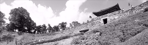 ユネスコ世界遺産登録が確実視される忠清南道公州市の公山城。(公州市提供)
