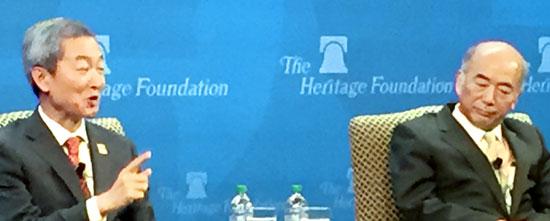 8日にセミナーに出席した安豪栄(アン・ホヨン)駐米大使(左)と佐々江賢一郎駐米日本大使。