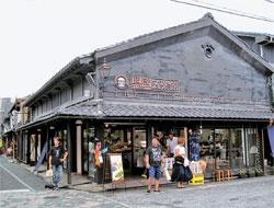 江戸時代を演出した映画セット場に来たような市街地は、長浜市民が戦略的に選んだコンセプトだ。