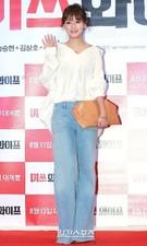 5日、ソウル江南区三成洞COEXメガボックスで開かれた映画『ミスワイフ』のVIP試写会に登場したRAINBOWのジェギョン。