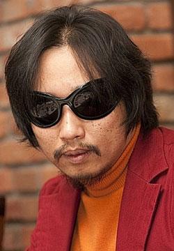 小説家パク・ミンギュ氏(47)