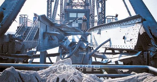 韓国戦争当時に爆撃で破壊された鴨緑江断橋。爆撃で断たれた跡がそのまま保存されている。