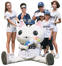 NCの2軍チーム「高陽ダイノス」は猫のマスコットとチアリーダーを活用した積極的なマーケティングで、韓国型マイナーリーグチームの方向を提示した。(写真=NCダイノス)