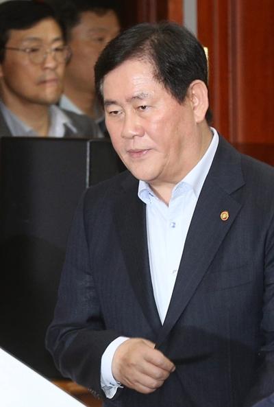 崔ギョン煥・経済副首相兼企画財政部長官