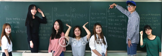 ソウル慶煕(キョンヒ)大学の青雲(チョンウン)館講義室で9日、大学生25人が1時間かけて未来の望ましい「魅力韓国」の姿を思い描いた。7グループに分けて各自が考える韓国の魅力を話し、グループ別に意見を集約して黒板に記した。その結果「多様性と融合」「共同体意識と市民意識」という魅力韓国のキーワードが導き出された。