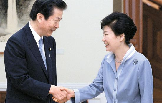朴大統領が8日、青瓦台で公明党の山口那津男代表に会った。山口代表は安倍首相の親書を伝えた。(青瓦台写真記者団)