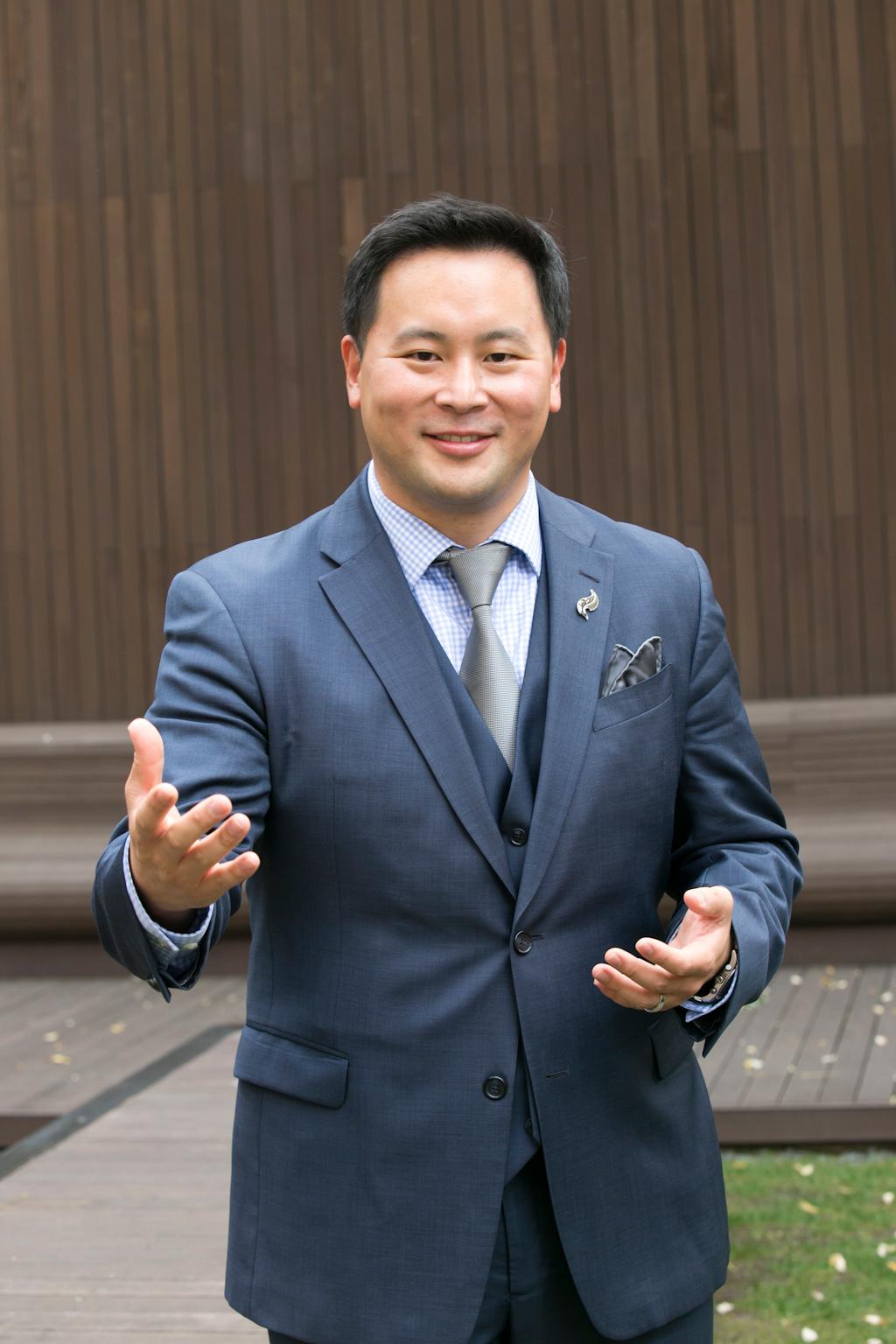 ローン・キム(36、韓国名キム・テソク、民主党)ニューヨーク州下院議員
