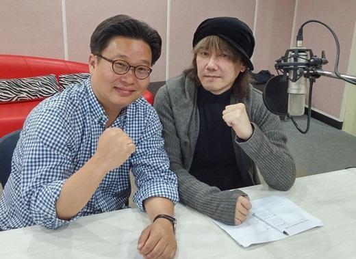 「独島の日」に合わせ安竜福の紹介動画を公開したキム・ジャンフン(右)と徐敬徳教授。