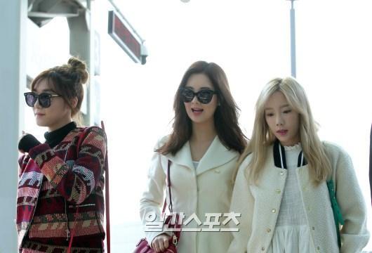 27日午前、ガールズグループ少女時代の3人組ユニット「テティソ」のメンバーが中国上海で開かれるブランド記念イベントに出席するため、仁川国際空港を通じて出国している。