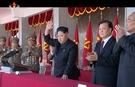 金第1書記が群衆に手を振っている(写真=朝鮮中央テレビ)