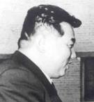 1958年に金日成主席が中国の毛沢東と会った時の様子。後頭部が盛り上がっている。