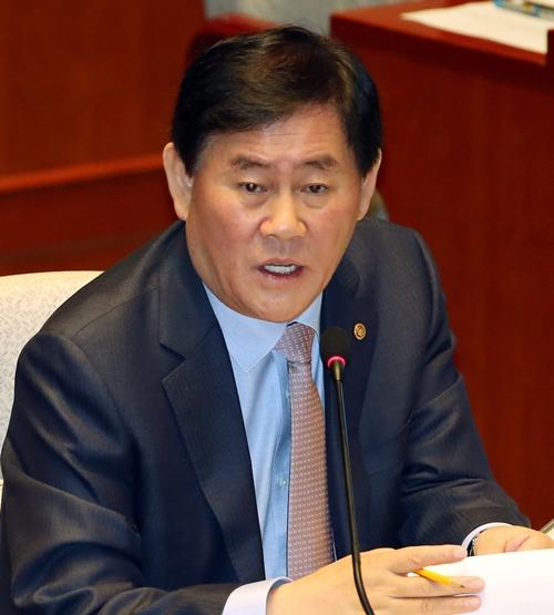 崔ギョン煥・経済副首相兼企画財政部長官(写真=中央日報DB)